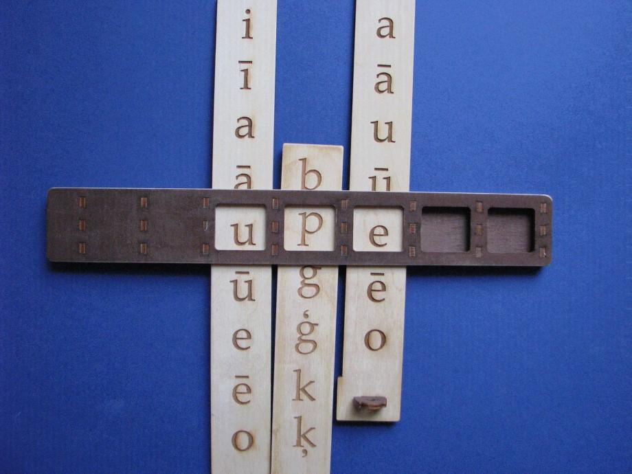 Lasīt vārdus, sākot ar īsākiem (līdz 3 burtiem), līdz 5 burtu vārdiem.