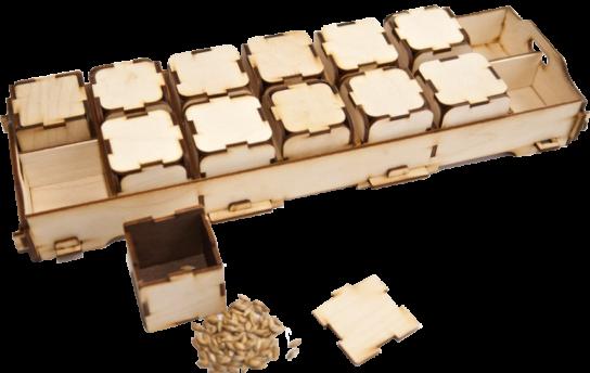 Komplekts sastāv no 5 līdzīgi skanošu kluču pāriem un kastes to  ievietošanai.  Paredzēts dzirdes, muzikalitātes un uzmanības veicināšanai.