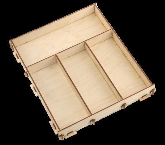 Šķirojamā kastīte (lielā) – kaste ar trīs paralēlām un vienu perpendikulāru iedaļu paredzēta dažādiem šķirošanas un grupēšanas darbiņiem. Perpendikulārajā iedaļā ievietojot dažāda veida materiālus, tos var grupēt 3 daļās pēc noteikta uzdevumu parametra, piemēram, - pēc krāsas, materiāla veida (koks, plastmasa, metāls, u.t.t), izmēra, u.t.t.