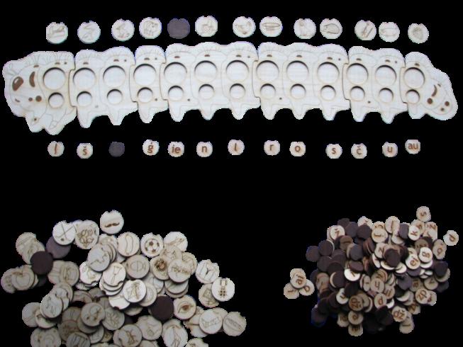 Materiāls burtu un skaņu apgūšanai, veidots koka kāpuriņa formā,  ko iespējams salikt no vairākiem posmiem, veidojot līdz pat 9 burtu  garus vārdus. Komplektā ietilpst 66 zīmējumi (atbilstoši kuru  nosaukumi sākas ar kādu no latviešu valodas alfabēta burtiem,  kā arī 100 burtiņi vārdu veidošanai.