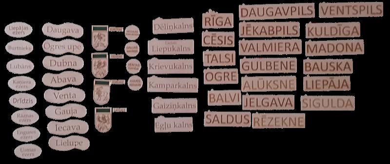 Stiprinām ar magnētiem pie tāfeles. Mācību līdzeklis Latvijas ģeogrāfisko pamatu apgūšanai. Sastāv no  ģeogrāfisko objektu pilsētu, upju, ezeru (ar kontūrkartēm), pauguru un īpašu vietu plāksnītēm, kā arī četru novadu nosaukumiem. Iespējams izmantot kopā ar Latvijas novadu karti ar uzdevumiem (pieejama atsevišķā komplektā).