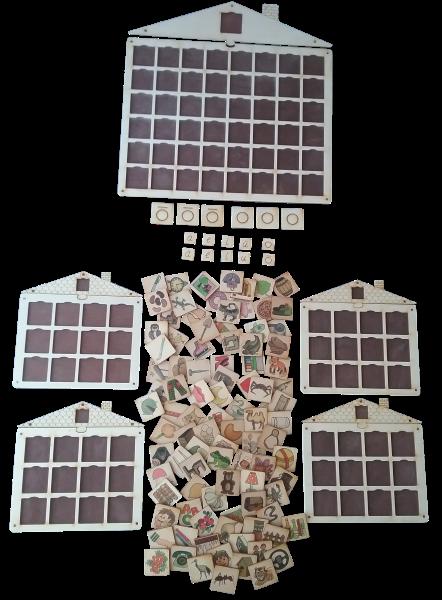 Valodas apguves un korekcijas mācību līdzeklis.  Sastāv no 96 krāsainiem zīmējumiem,  kuri komplektēti pēc īsā vai garā patskaņa atrašanās nosaukuma pirmajā zilbē (aptverti visi patskaņi), lielās darba pamatnes (mājiņas) ar 48 lodziņiem,  četrām mazajām pamatnēm ar 12 lodziņiem kā arī īso,  garo patskaņu un to apzīmējuma komplekta.  Spēles pamatuzdevums – pirmās zilbes īsā vai garā  patskaņa noteikšana, fonemātiskās dzirdes attīstīšana.